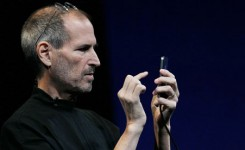 Steve-Jobs-unveiling-the--007